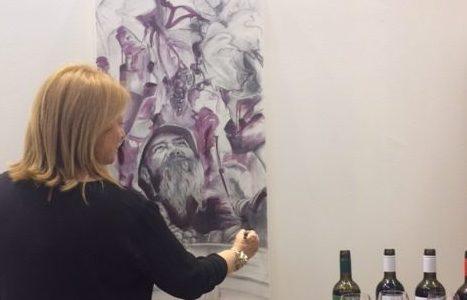 l'artista davanti alla sua opera