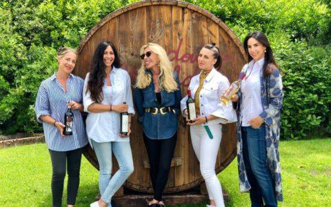 Maria Fittipaldi Menarini, insieme alle sue quattro figlie: Carlotta, Giulia, Serena e Valentina