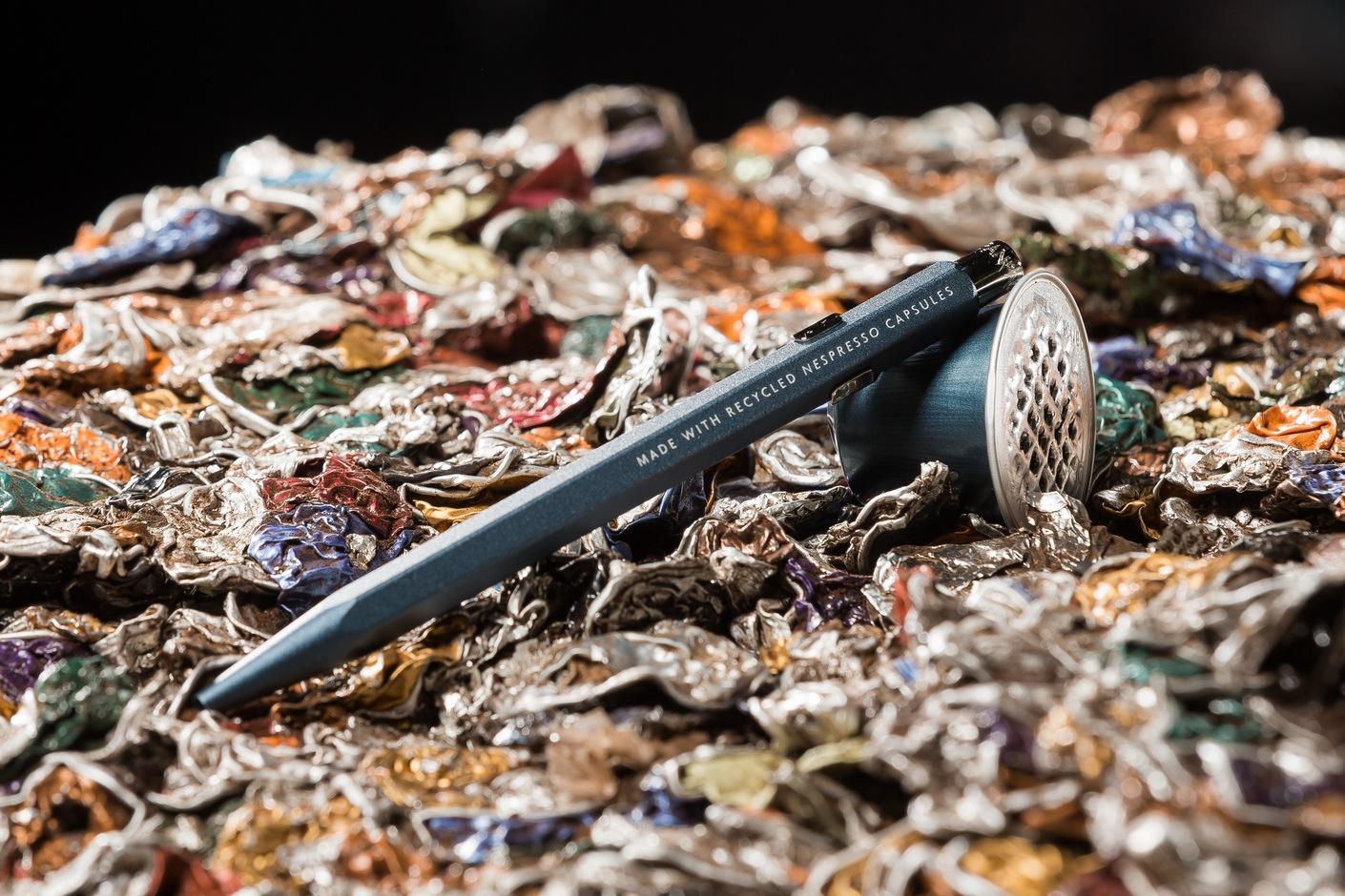 Un stylo de la marque carandache fabrique avec des capsules de cafe Nespresso recyclees ce mercredi 14 mars 2018 a Moudon en suisse. (©Zingaro Photography)