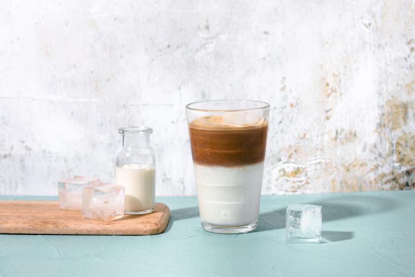 nespresso-recipes-Flat-White-Over-Ice-OL