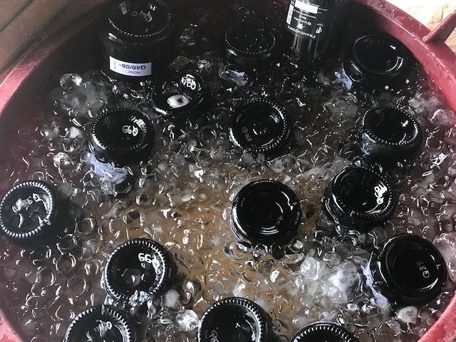 Bottiglie pronte per la stappatura à la volée